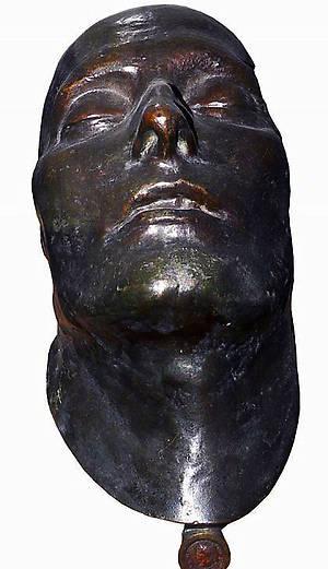 Посмертная маска Наполеона выставлена в историческом музее, который занимает часть дворцового комплекса.