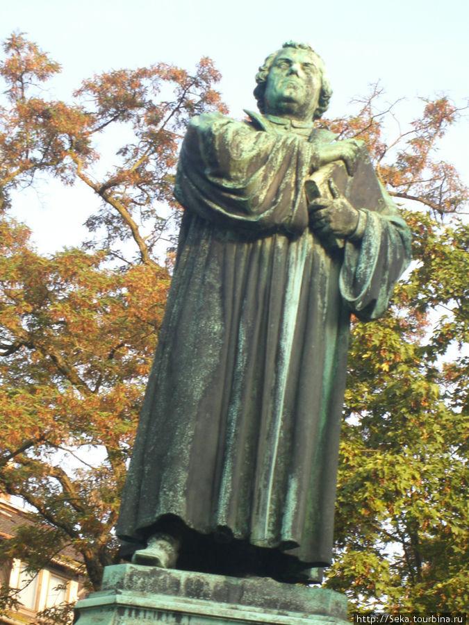 Скульптура Лютера