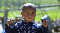 Портрет этого пацаненка был снят в маленьком поселке в предгорьях Кастекского хребта. Мы сразу дали ему характеристику – Чингисхан в раннем детстве.