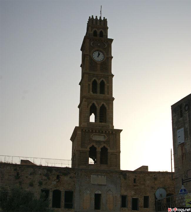 Башня с часами на постоял