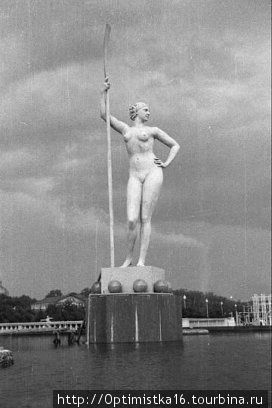Второй, более женственный вариант скульптуры.