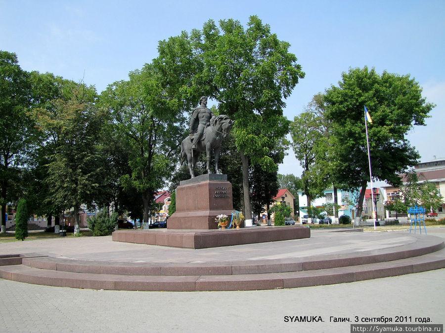 Памятник Даниилу Галицкому в Галиче.