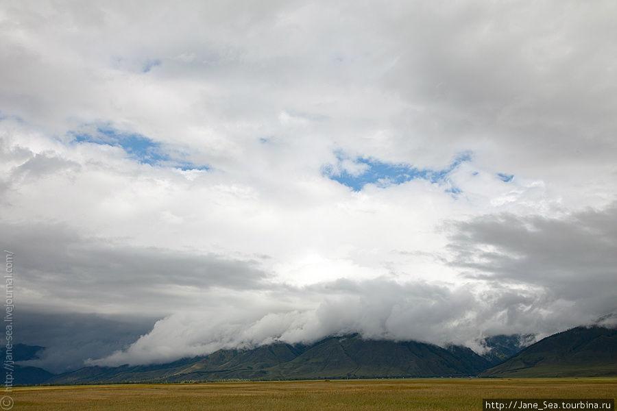 И облака укрывают все вокруг.