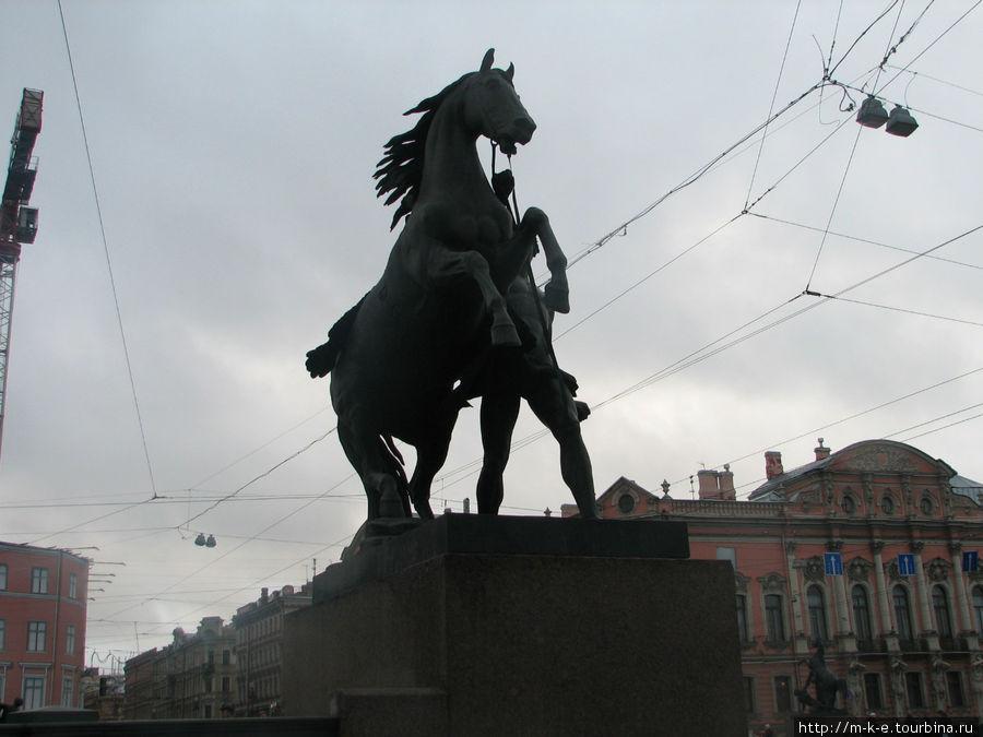 Одна из скульптурных групп Аничкова моста