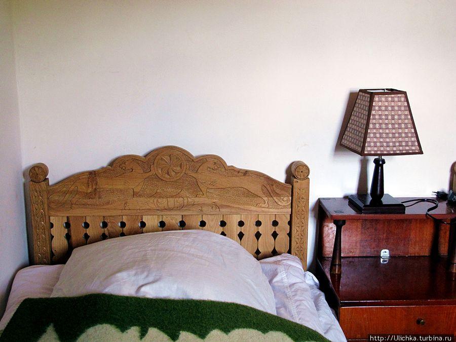 Вся мебель сделана руками хозяина дома.