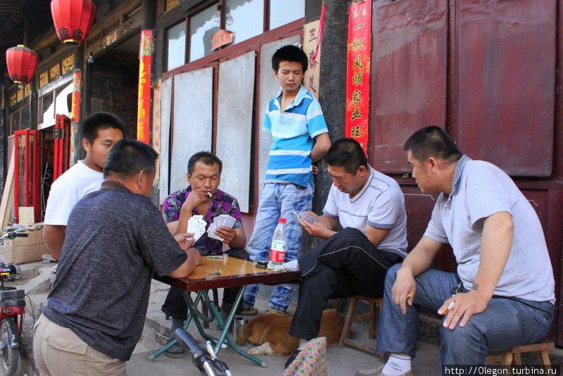 Дела подождут, время игры в покер Пинъяо, Китай