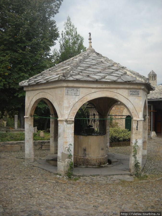 Старинный колодец