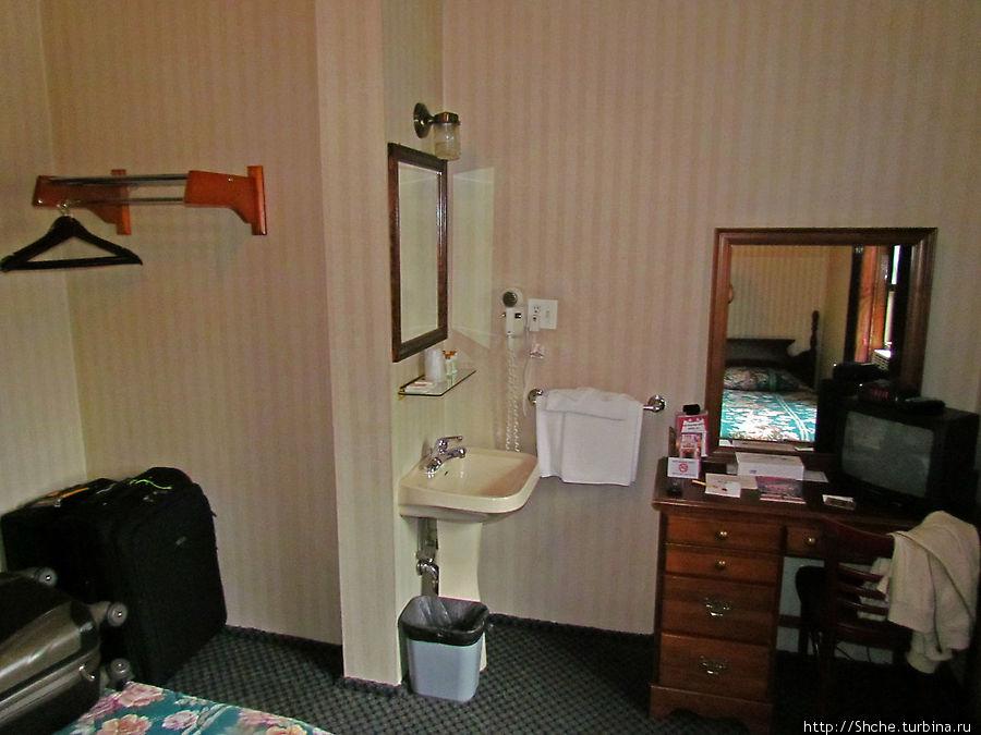 Из удобств в номере только умывальник