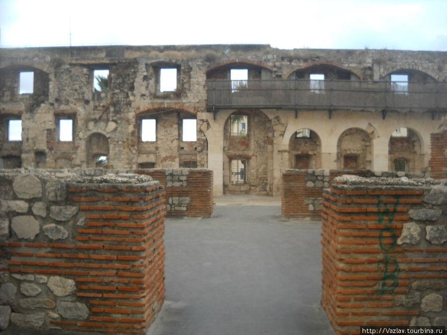 Остатки дворца