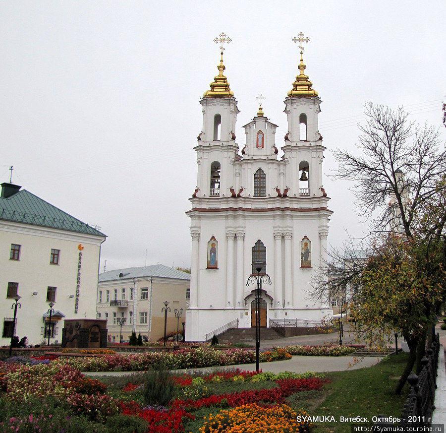 Фасад Воскресенского собора.