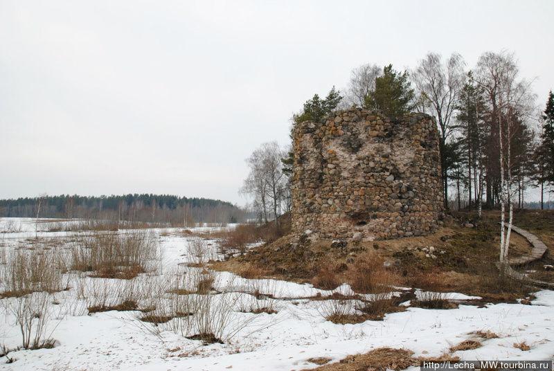 Развалины замка Розула