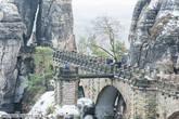 Самое узнаваемое место Бастая-бастайский каменный мост (Basteibrücke, которому уже более 200 лет.