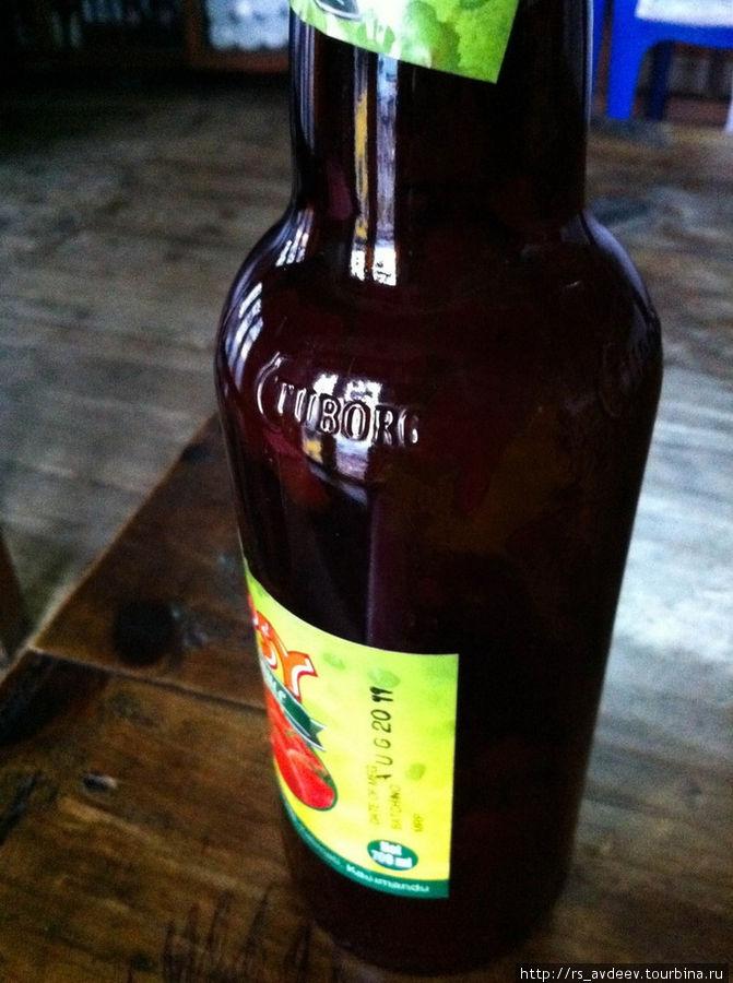 Бутылка из под туборга, внутри кетчуп, причем он был запечатан и там фирменная наклейка производителя кетчупа!)