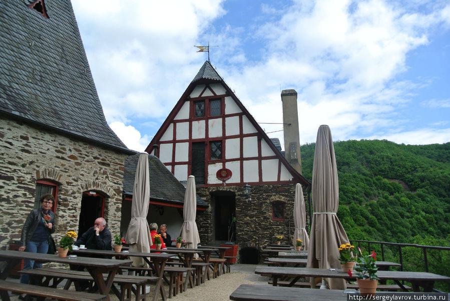 Ресторан в замке
