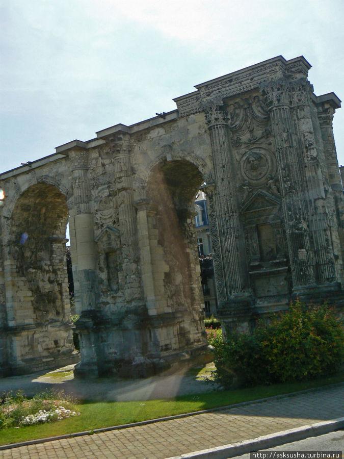Этл сооружение в виде триумфальной арки –