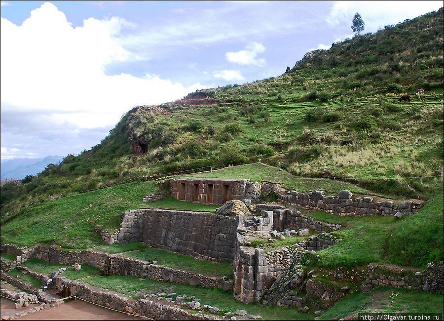 Тамбомачай  — этот памятник еще называют Банями инков