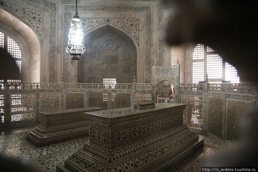Гробницы Шах-Джахана и его жены Мумтаз-Махал
