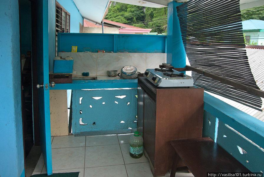 Уголок с плитой и раковиной на балконе
