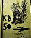 Подъезд украшен настенной живописью и надписями. Это традиция. Она имеет давнюю историю, уходящую корнями в СССР и безусловно является частью колорита, присущего Нехорошей квартире.
