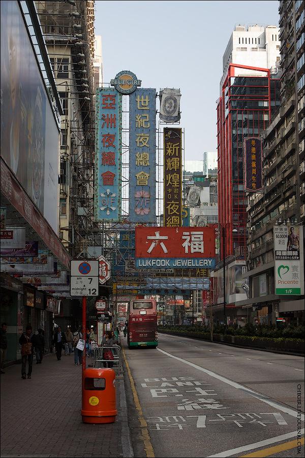 Главная артерия Коулуна — Натан роад. Большинство хостелов как раз тут и обитают. Тут же обитают множество магазинов и рынков, на которые я сразу и двинул. Я всегда предпочитаю ходить пешком,  по Гонконгу в день у меня получалось что-то около 20-25 километров