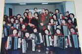 21.  Та же учительница, двадцать лет назад, с другими учениками и другими визитёрами.