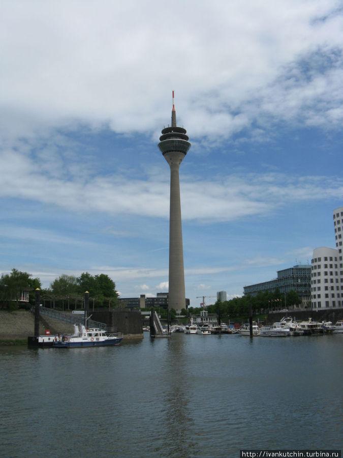 Башня Рейнтурм, вид с воды