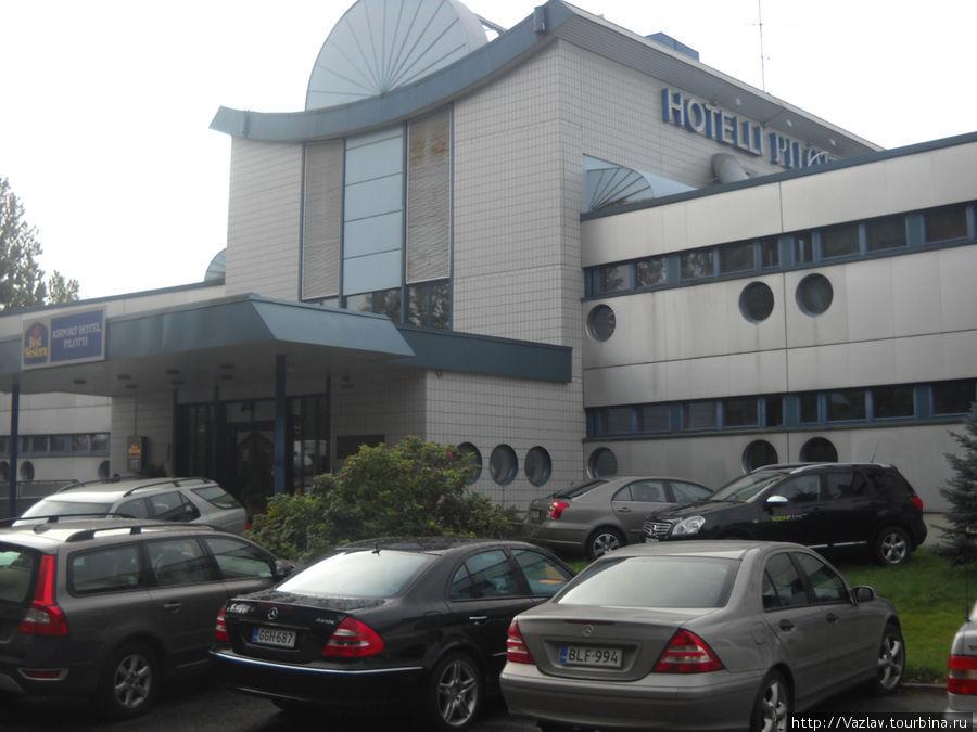 Отель и часть его парковки