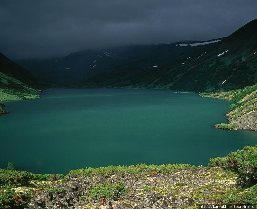 Озеро Дальнее. Со стороны юго-западного залива. Контрасты гор.
