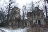 Разрушенная церковь в деревне Дубно.