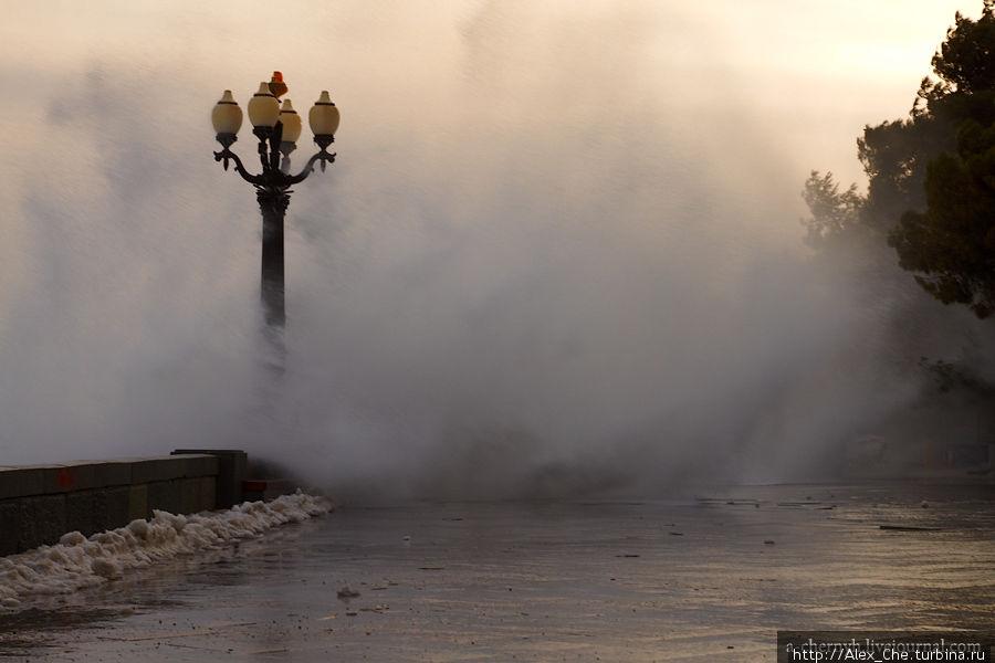 Шторм в Ялте 7.02 — 9.02 Ялта, Россия