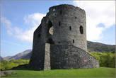 Вход в башню находился на уровне 2-го этажа, и защищался опускной решёткой. Двери баррикадировались мощным засовом. Башня была оборудована камином, что делало её пригодной для постоянного проживания.