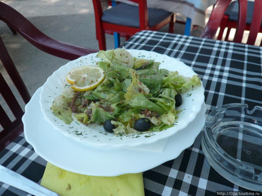 Салат из копченого карпа