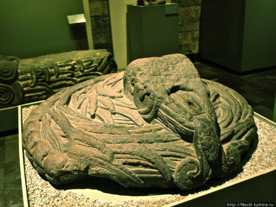 Голова змеи: этот элемент декора выполнен уже в испанский период истории