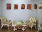 В Буйском краеведческом музее. Выставка буйских умельцев-резчиков по дереву. Шахматный столик