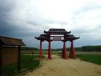 Ворота перед строящимся китайским двором
