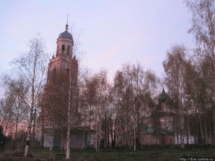 Колокольня Троицкого собора в лучах заката