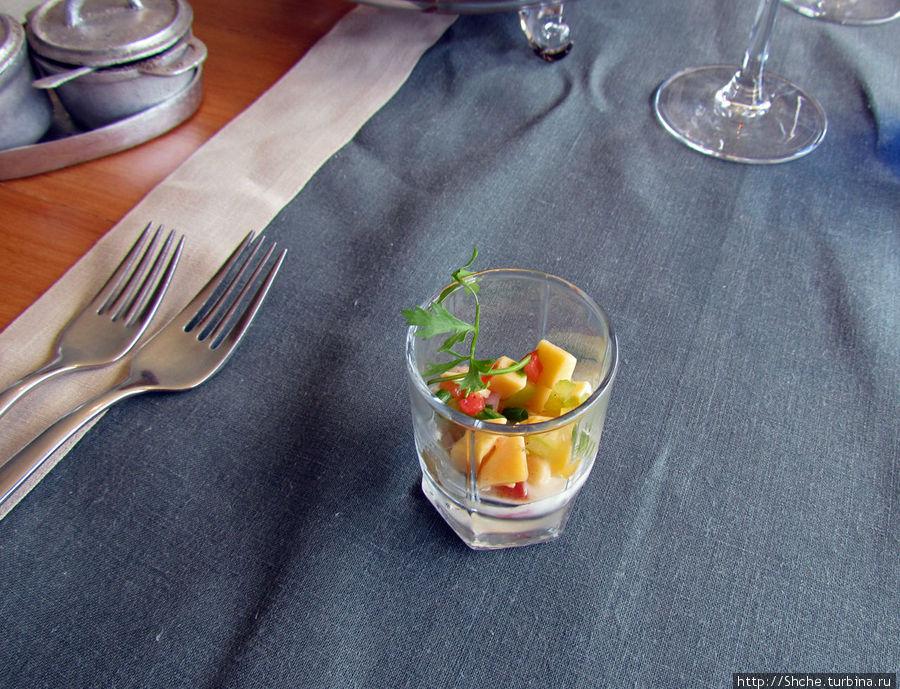 сперва предлагается салат