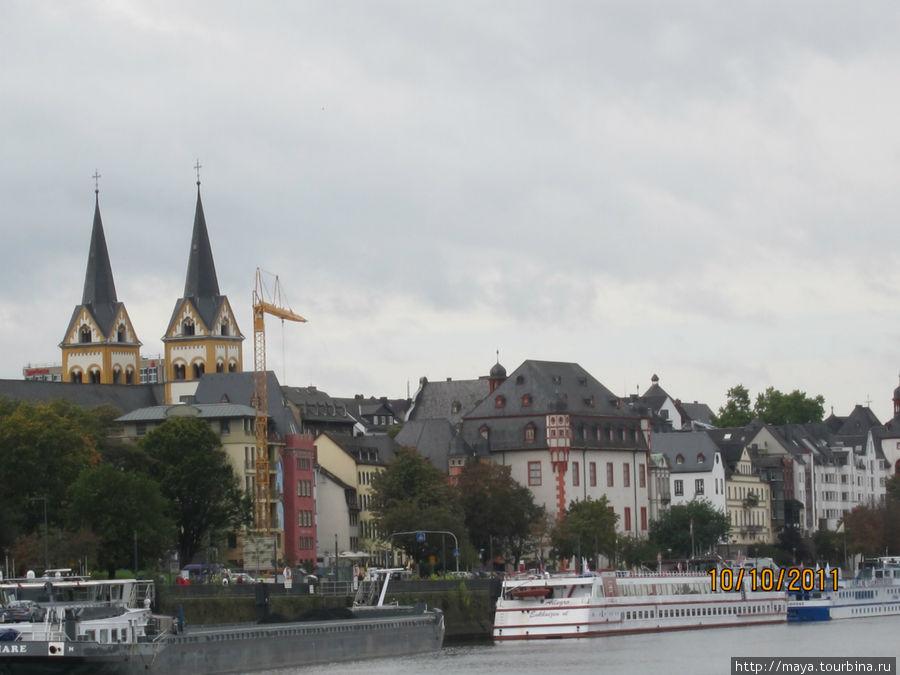 Вид на город со статуи