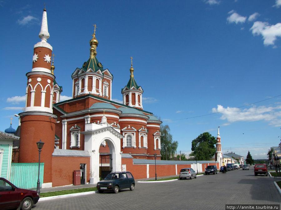 ул. Лажечникова — Брусенская (по монастырю, расположенному на ней).