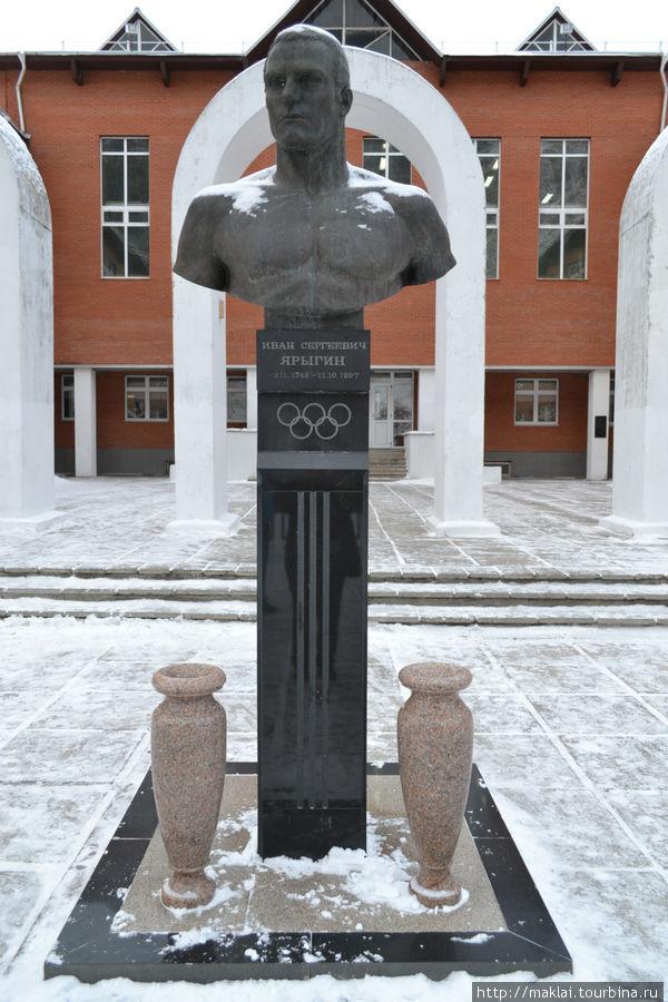 Памятник И.Ярыгину.