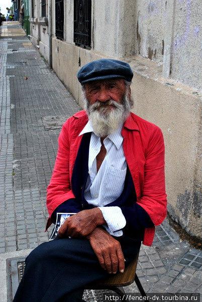 Людя на улицах часто просят себя сфотографировать. Для портретной съемки лучше места, чем Монтевидео не найти Монтевидео, Уругвай