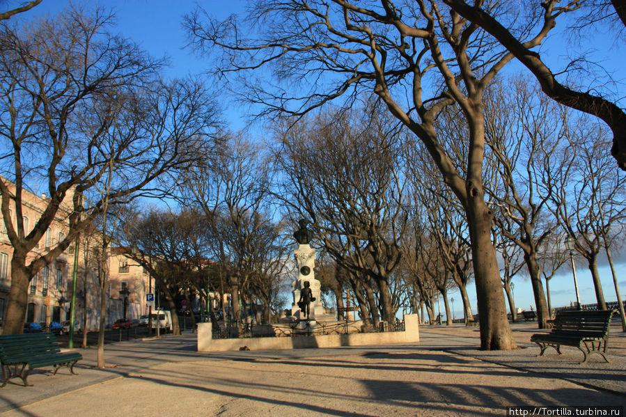 Лиссабон. Miradouro de São Pedro de Alcântara
