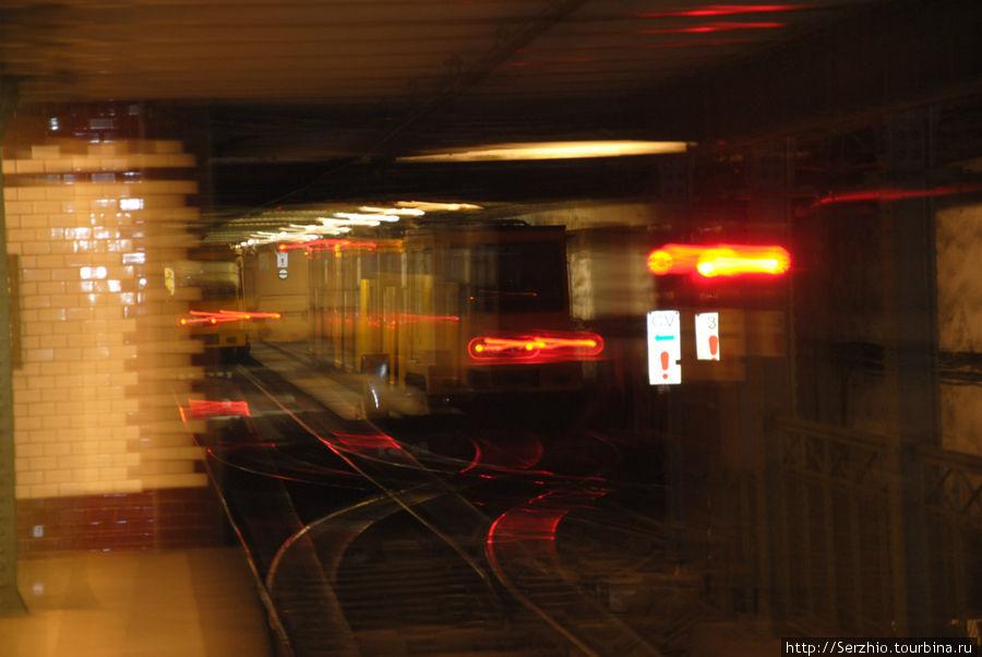 Вот сюда на конечной заезжают поезда Жёлтой линии №1, а потом едут в обратном направлении