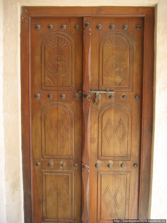 Двери в комнату.