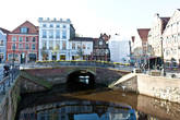 Штаде пронизан каналами, примерно как Брюгге, со множеством шлюзов.