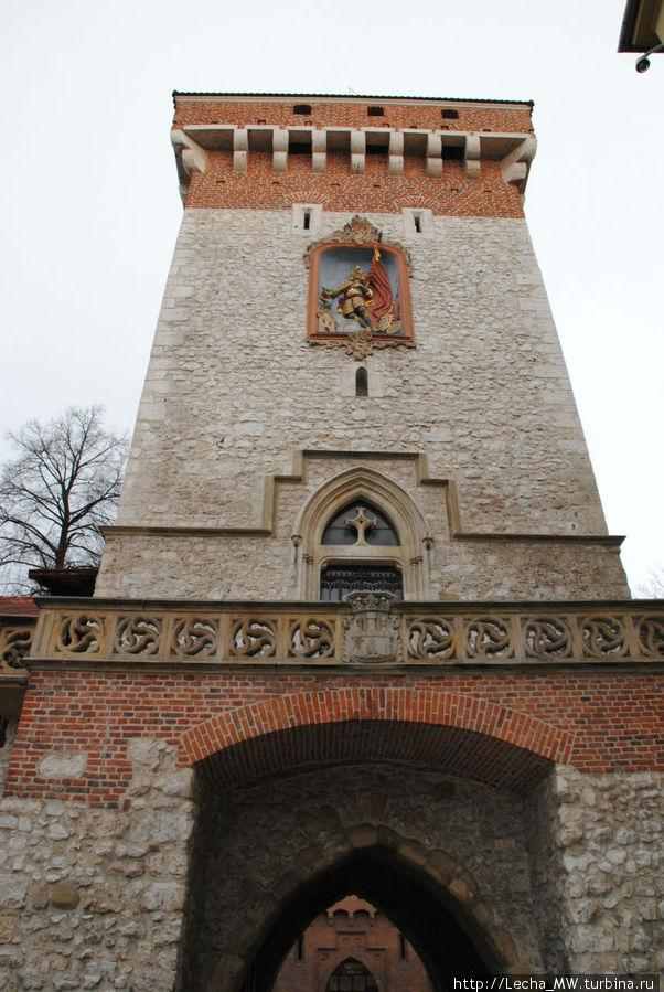 Св. Флориан на внутренней стороне ворот