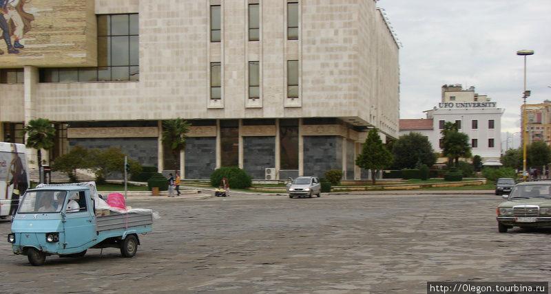 В Албании популярны мерседесы и муравейники Тирана, Албания