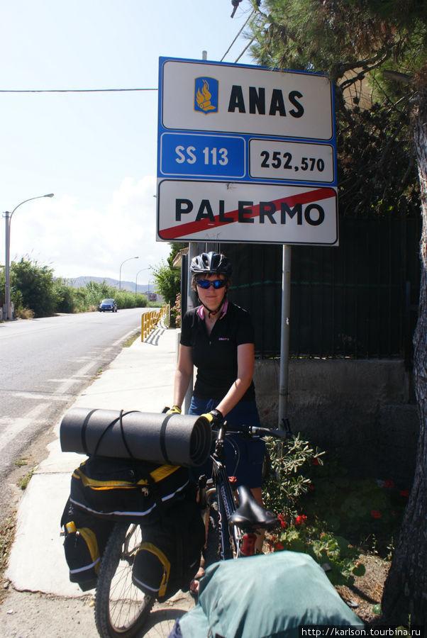 долго — долго ехали через Палермо, большой город, машин ооочень много, все по традиции друг-другу бибикают, но к велосипедисту относятся уважительно