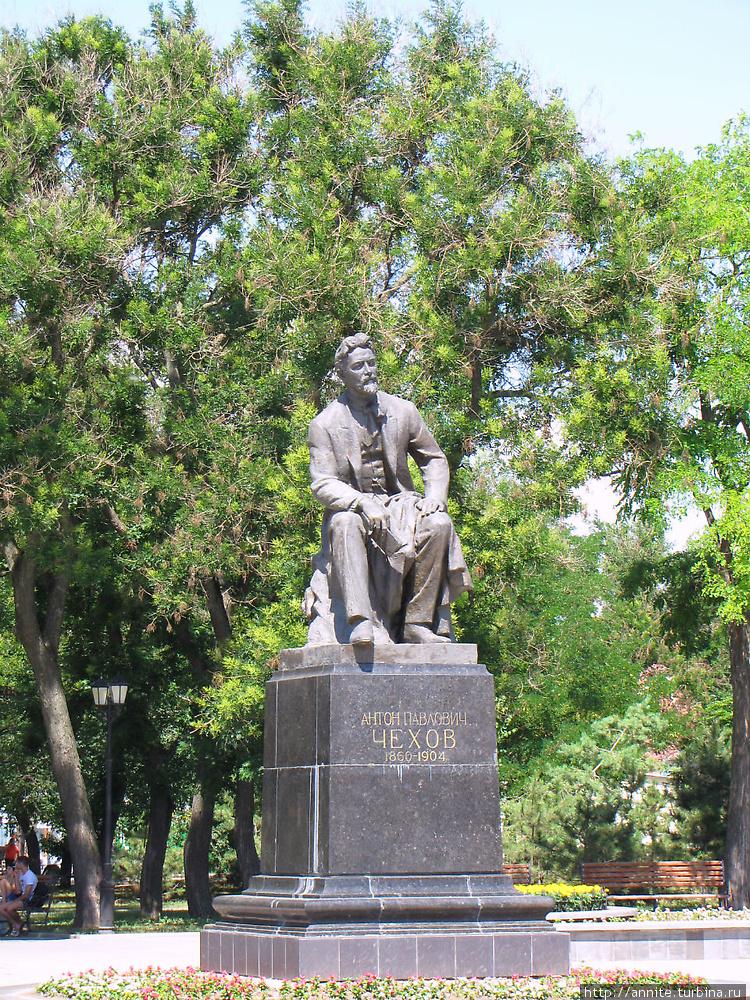 Памятник Чехову в одноиме