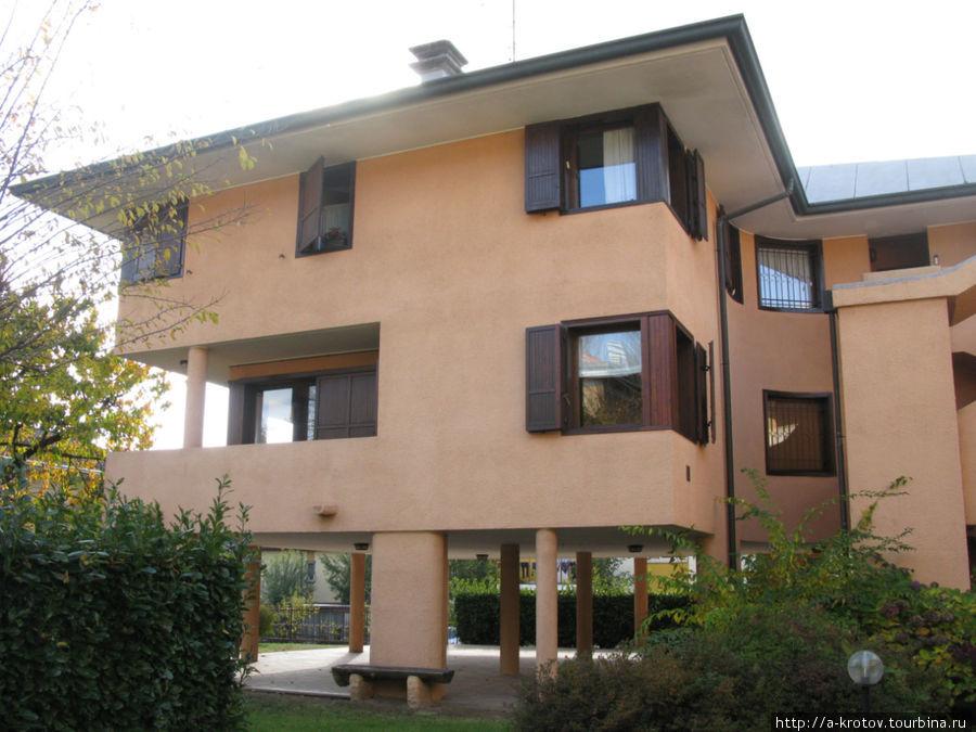 Итальянский быт: дом, квартира, еда, книги, кладбище... Традате, Италия